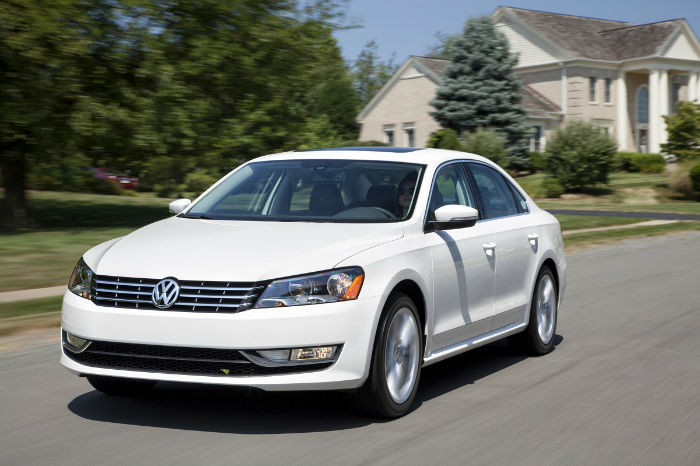 2014 Volkswagen Passat 2.5L SE With Sunroof And Navigation