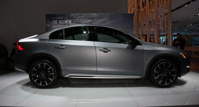 2016 Volvo S60 Cross Country Model
